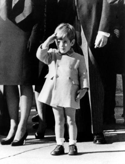 The-picture-of-the-funeral-JFK-Jr-salutes-his-fathers-casket