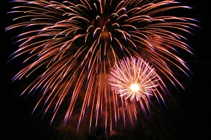 Fireworks_in_San_Jose_California_2007_07_04_by_Ian_Kluft WC CC3